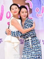 [TF포토] 예지원-신혜선, '깨알 넘치는 포즈'