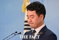 [TF포토] 입술 깨문 최석 정의당 대변인