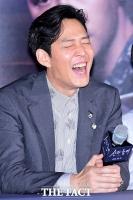 [TF포토] 이정재, '호탕한 웃음'