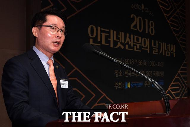 인터넷 언론상 출품 기사 심사평 전하는 최정식 i-어워드위원회 위원장