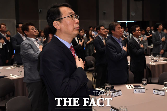 윤영찬 청와대 국민소통 수석과 도종환 문체부 장관