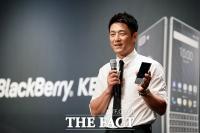 [TF포토] 듀얼 유심으로 사생활 보호 강화…'블랙베리 키투' 국내 론칭