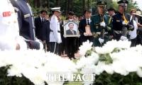[TF포토] '눈물로 노회찬 보내는 국회'
