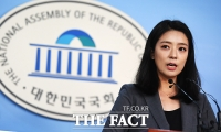 [TF포토] 배현진 자유한국당 비대위 대변인, '깔끔한 브리핑'