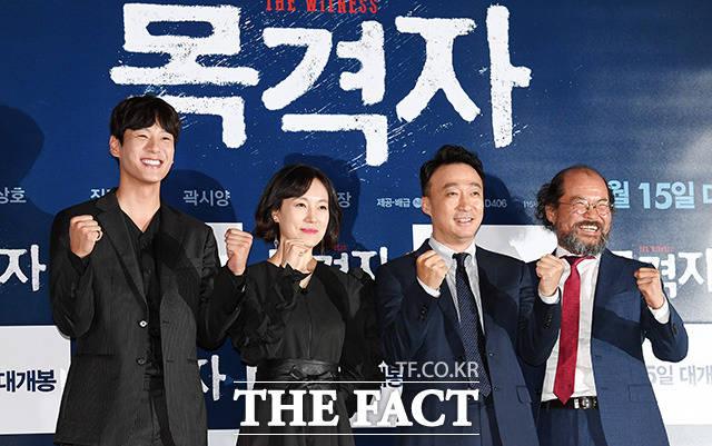 배우 곽시양, 진경, 이성민, 김상호(왼쪽부터)가 6일 오후 서울 CGV용산점에서 열린 영화 목격자 시사회에 참석해 포즈를 취하고 있다./임영무 기자
