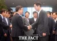 [서재근의 Biz이코노미] 이재용·김동연 첫 회동, 재 뿌린 '구걸 논란'