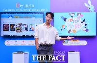 [TF포토] 대세남 헨리가 소개하는 새로운 B tv