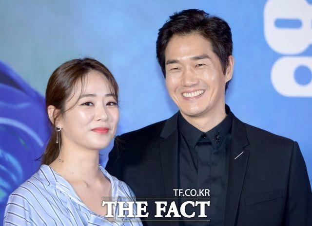 배우 김효진(왼쪽)과 유지태(오른쪽) 부부는 선행과 애국심있는 행보로 모범부부로 대중들 사이에서 유명하다. /더팩트 DB