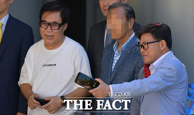 조영남 마중 나온 개그맨 엄용수(오른쪽).
