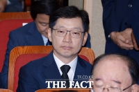 [TF포토] '영장 기각' 김경수, 김대중 추도식장 만감교차 '눈물'