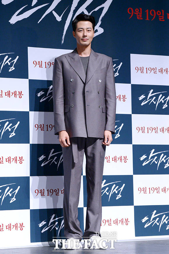 오랜만에 스크린에 복귀한 배우 조인성!