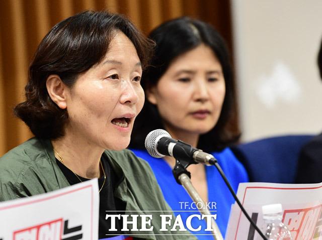 이미경 한국성폭력상담소 소장(왼쪽)