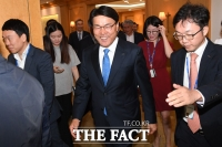 [TF포토] 최정우 회장, '철강협회 총회 마치고 함박웃음'