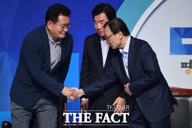 경합을 펼쳤던 송영길-김진표 후보의 축하