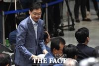 [TF포토] 특검 종료… 여유로운 김경수 경남도지사