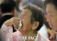 [TF포토] '행복한 웃음과 아쉬움의 눈물'…단체상봉 갖는 이산가족