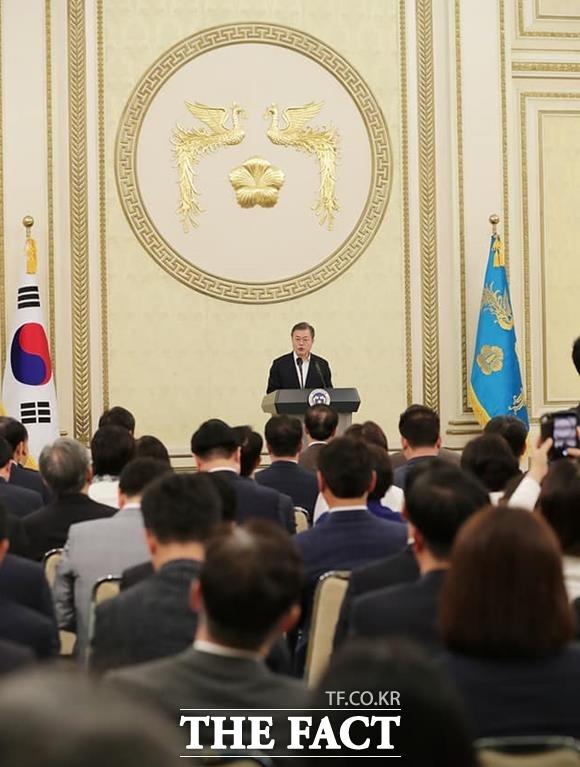 문재인 대통령은 당·정·청이 함께 새로운 시대를 열어가는 강력한 주도세력이 되기를 희망한다고 말했다.
