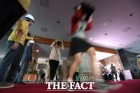 [TF포토] '일사불란한 지진 대피 훈련'
