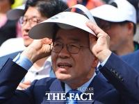 [TF포토] 박원순, '눈부심 방지에는 모자가 최고!'