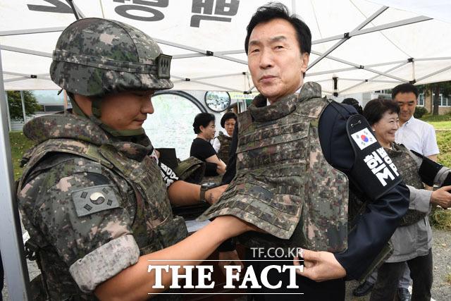 GOP 장병 위로 방문에 나선 손학규 대표
