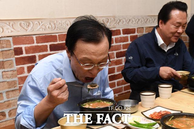 국밥은 역시 시장에서 먹는 맛!