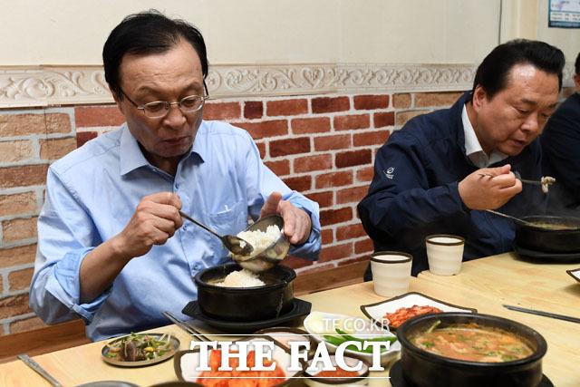 일단 국밥 맛 좀 봅시다~