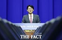 [TF포토] 권혁기 춘추관장, '평양 프레스센터에서 브리핑'