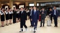 [TF포토] 환영 받는 평양남북정상회담 남측 선발대