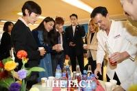 [평양회담] 북한 음료수 맛보는 '에일리·지코·알리 등 특별수행단'