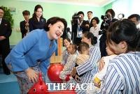 [평양회담] 평양 옥류아동병원 찾은 김정숙-리설주 여사