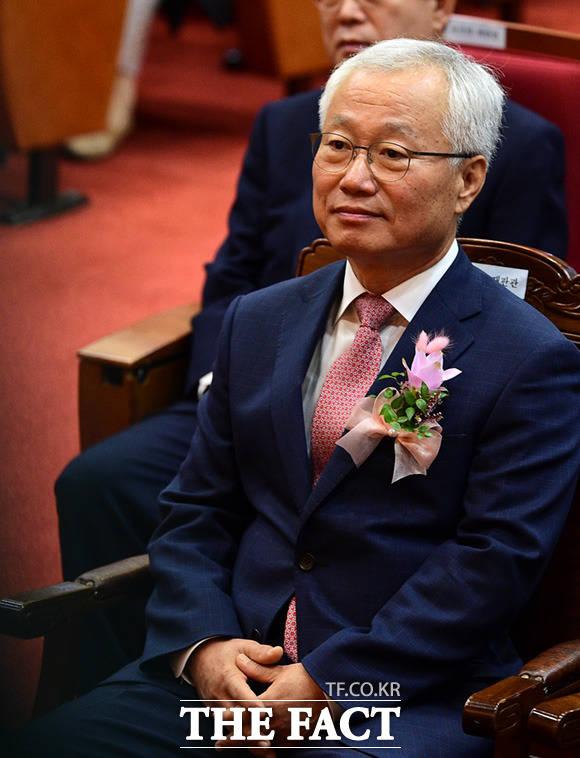 퇴임하는 김창종 헌법재판관