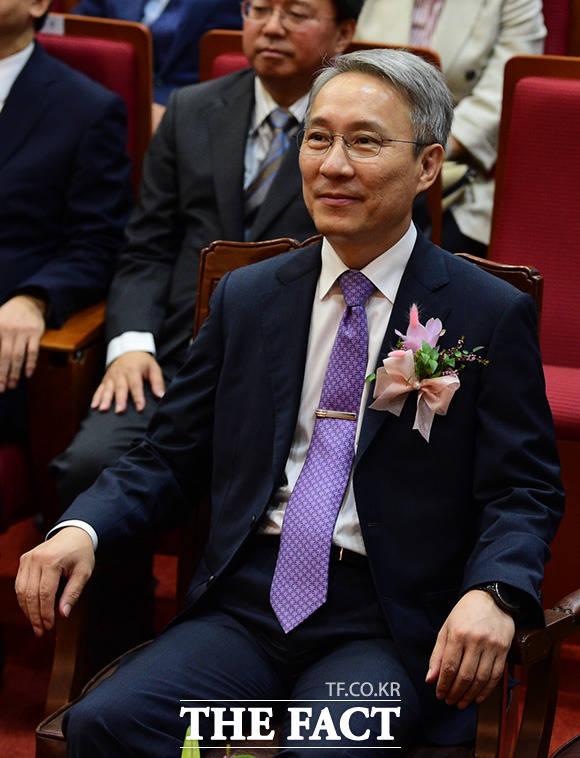 퇴임하는 강일원 헌법재판관