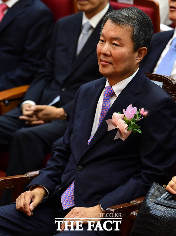퇴임하는 이진성 헌법재판소장