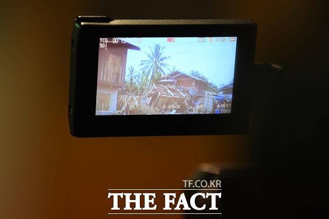 라오스의 피해 담는 카메라