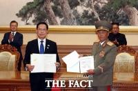 [평양회담] 남북 군사분야 합의서에 서명한 송영무-노광철