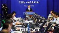 [평양회담] '평양프레스센터'에서 진행되는 문 대통령 일정 브리핑
