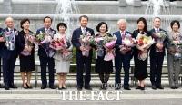 [TF포토] '법복' 벗고 퇴임하는 헌법재판관들