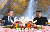 [평양회담] 옥류관 오찬에서 대화 나누는 남북 정상