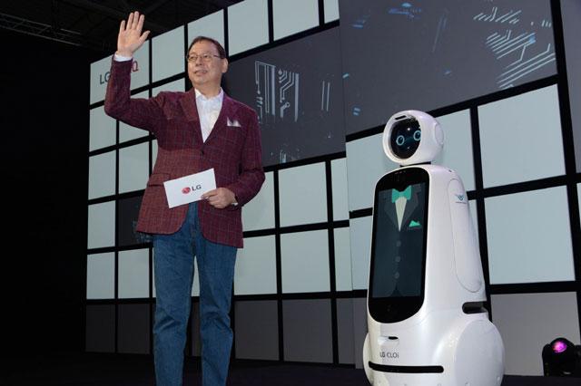 조성진 LG전자 최고경영자 겸 부회장이 지난달 말 독일 베를린에서 열린 IFA 2018에서 AI를 주제로 기조연설을 하고 있다. /LG전자 제공