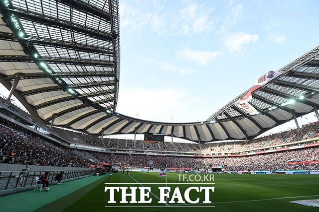 22일(토)부터 24일(월)까지 벌어지는 국내프로축구 K리그1 6경기와 잉글랜드 프로축구(EPL) 8경기 등 총 14경기를 대상으로 한 축구토토 승무패 27회차에서 국내축구팬들은 아스널(홈)-에버턴(원정)전에서 80.35%가 홈팀 아스널의 승리를 예상했다./더팩트DB
