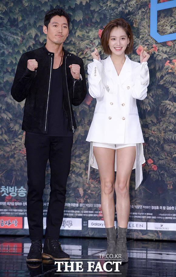 장혁과 김재경(오른쪽)