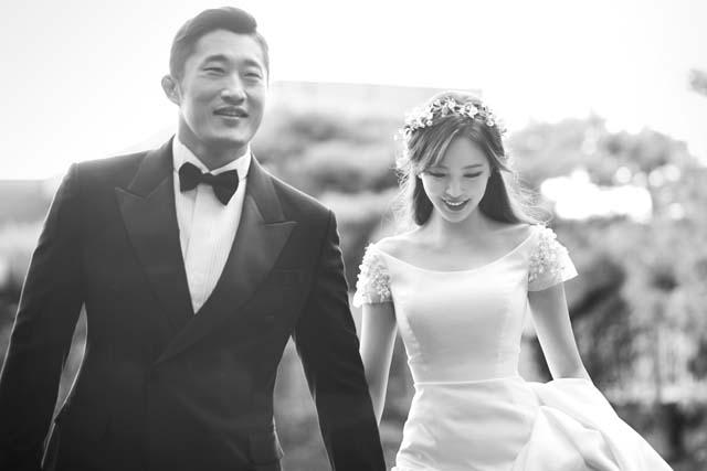 김동현(왼쪽)과 송하율은 이미 혼인신고를 마친 상태로, 신혼생활을 즐기고 있다. /본부이엔티 제공