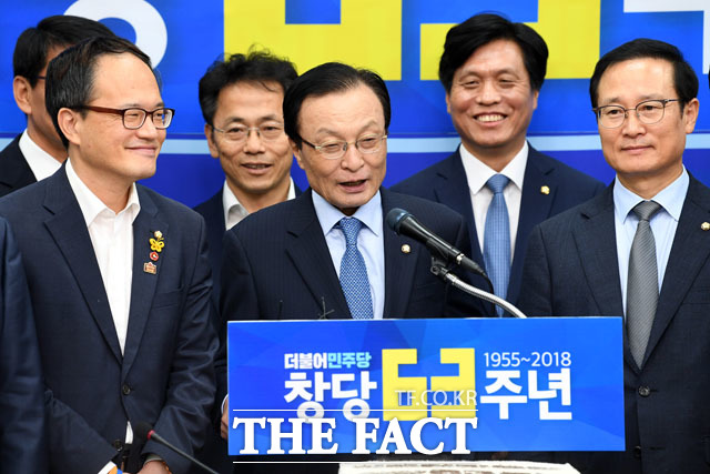 이해찬 대표는 민주당 창당 63주년 기념식에 민주당이 10번은 더 대통령 당선시켜야 한다고 발언하면서 야권으로부터 거센 비난을 받았다. /남윤호 기자