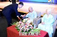 [TF포토] '만수무강하세요'…제22회 노인의 날 기념식