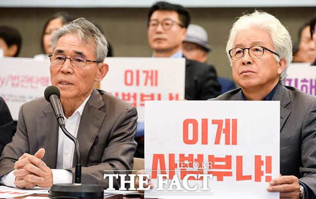 발언하는 최병모 전 민주사회를 위한 변호사모임 회장(왼쪽)