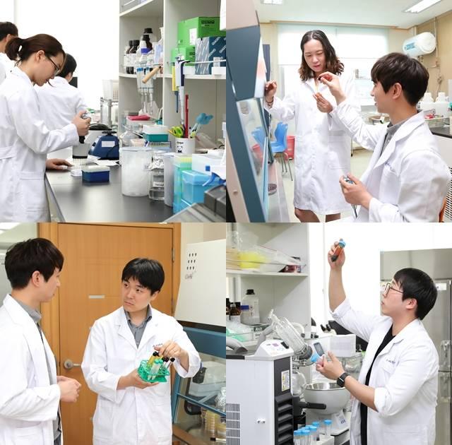 에이투젠은 특화된 프로바이오틱스 개발력과 모회사 토니모리와의 협력을 통해 여성 전문 제품과 건강 기능성 식품, 의약품 제품 개발에 열중이다. 에이투젠 연구원들이 기업부설연구소에서 실험에 몰두하고 있다. /에이투젠 제공