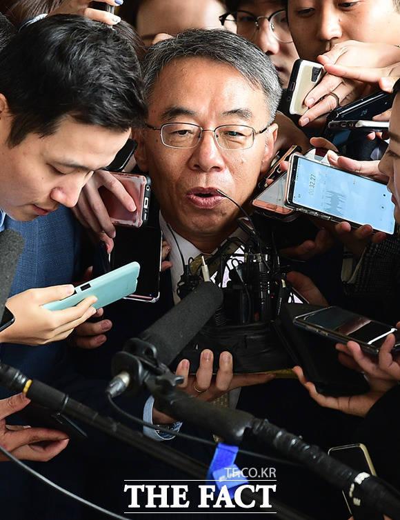 임종헌 전 법원행정처 차장이 15일 오전 서울 서초구 서울중앙지검에 피의자 신분으로 출석하고 있다. /임세준 기자