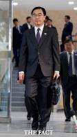 [TF포토] 남북 고위급회담 출발하는 조명균 통일부 장관