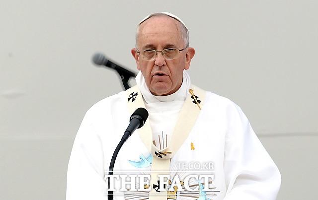 프란치스코 교황이 2014년 8월 15일 오전 대전 유성구 월드컵경기장에서 성모승천대축일 미사를 집전하는 모습. /이새롬 기자