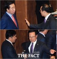[TF포토] 김성태-김관영과 신경전 펼친 홍영표